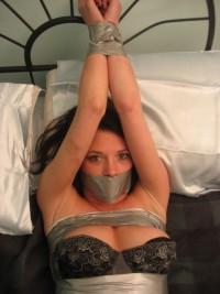 Free porn pics of Salopes attachees 1 of 5 pics